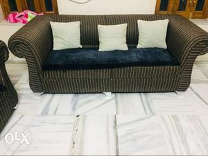 Luxirious 3+1+1 sofa set in very good condition