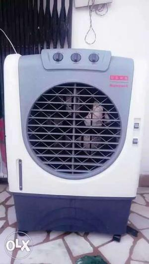 White And Gray Portable Evaporative Air Cooler