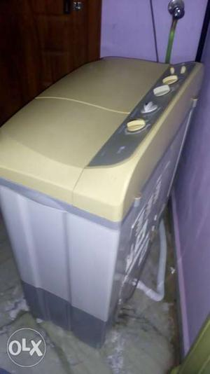 LG washing machine for sale.. fully working