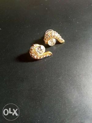 Artificial diamond earrings