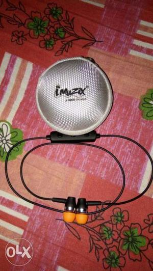 STEREO Bluetooth Earphone 1 month used with