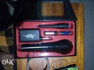 Wireless + wire microphone. Dexter wm308. With