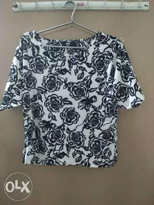 Brand new max top of medium size for sale.