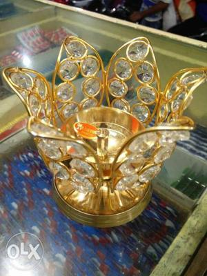 Manufacturers of crystal items. prefer corporate