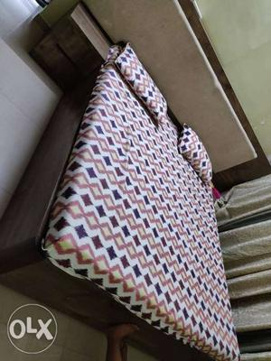 King size bed 6/6 feet with cushion back rest 2