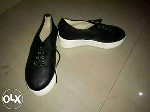 Selling heel shoes for girls size 6