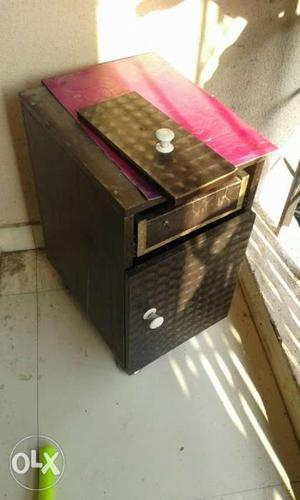 This side table is just 1 year old,only its draw