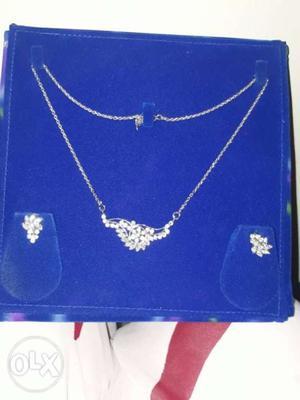 White GB Diamond Pandel set with chain