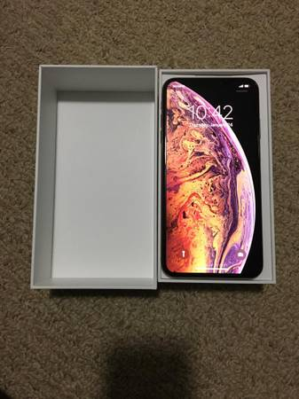 Like a Brand New in Box !!! iPhone Xs Max Gold 64 GB