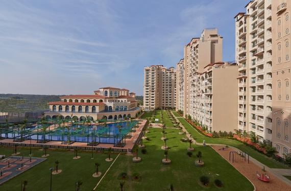 4 BHK Mantri Espana semi furnished apt available for rent