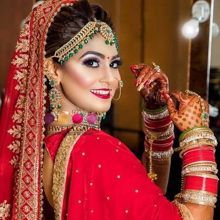 Do you want to hire the Best Makeup Artist in Noida
