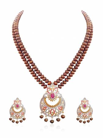 Check out this new pearl set at Chique Fashion