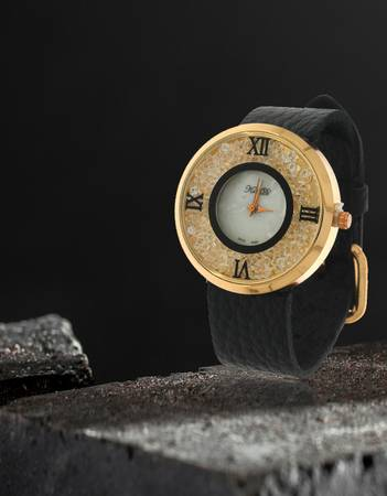 Choose the Exclusive Girls Watch Online at Anuradha Art