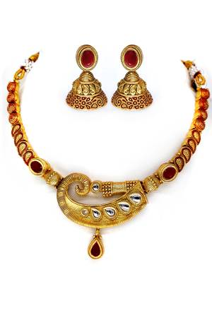 The most gorgeous necklace sets by Chique Fashion only for