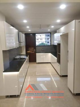 For Sale 4 BHK Builder Floor 400 Sqyd in Gated Society in S