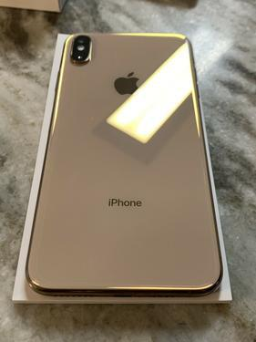 Unlocked Apple iPhone xs Max with free Apple watch