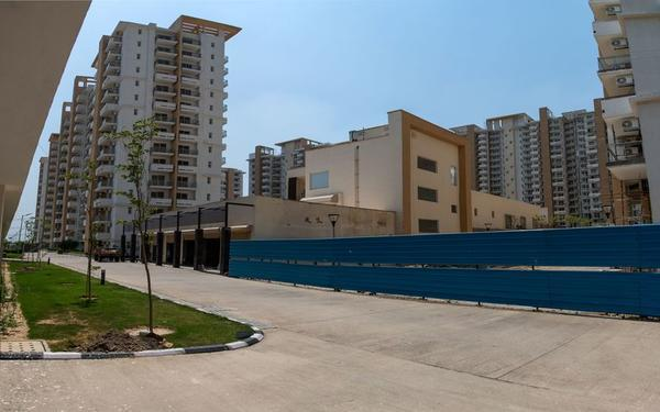 Imperial Gardens by Emaar Ready To Move 3 BHK