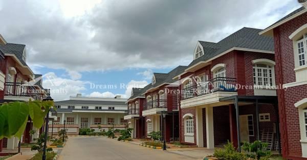 Prestige Lakeside Habitat- Villas in Whitefield| Dreams