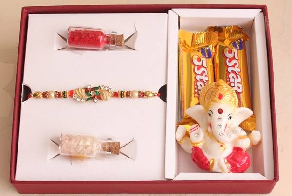 Send Rakhi Online to Delhi for Cutest Brother!!