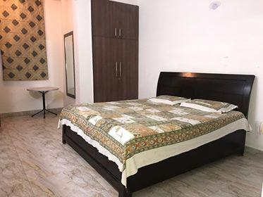Fully Furnished Rooms in Sector 17 Gurgaon 9899540456