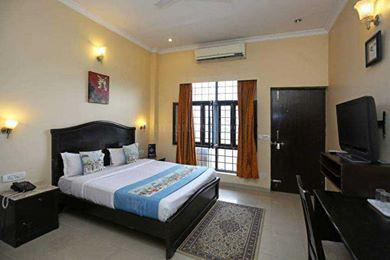 Furnished Rooms in Sector 14 Gurgaon Near Market 989940456