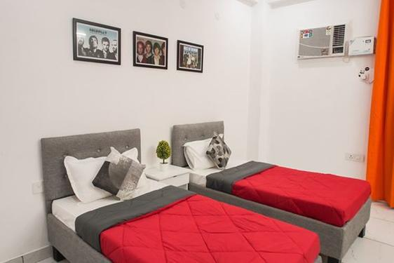 Furnished Rooms in Sector 14 Gurgaon Near Udyog vihar