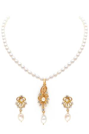 Buy beautiful pearl jewellery online at the best prices