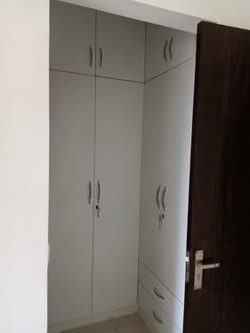 for rent 3bhk with 4 bathrooms and 2 parking semi furnished