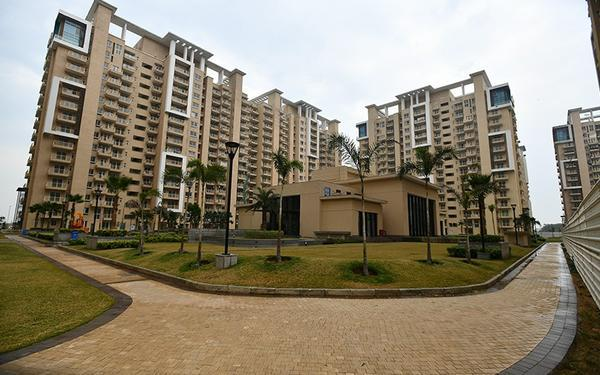 Emaar Palm Gardens Ready to move 3BHKSQ at Sector 83 Gurgaon