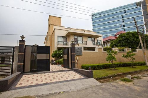 1bhk Near to OBC Bank in Sector 5 Gurgaon 9899540456