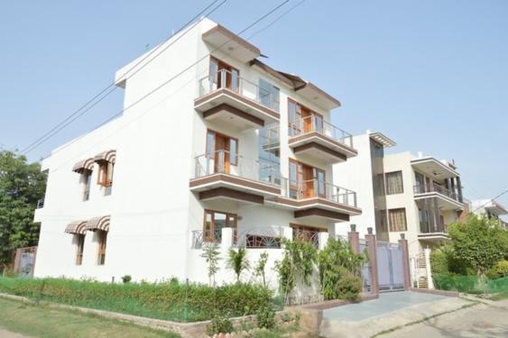 1bhk in Sector 7 gurugram Near Vivekanand School 9899540456