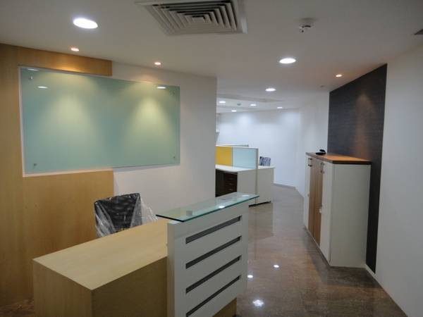 sq ft plug and play office in prime landmark b'lding