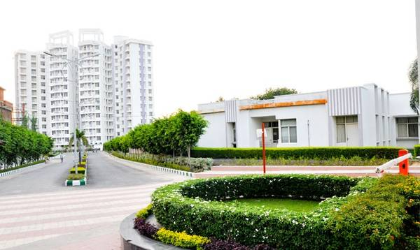 Eldeco Eternia – Ready to move Flats at Sitapur Road
