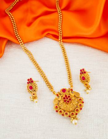 Check out the range of Traditional Pendant set at best price