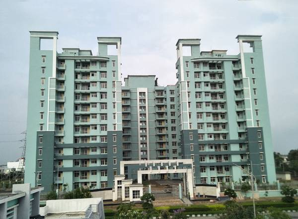 Eldeco City Breeze – Ready to move 3BHK with Store at IIM