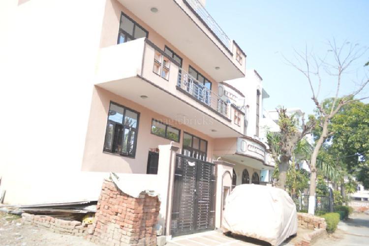 1bhk in Sector 17 near IFFCO chowk Gurgaon 9899323880
