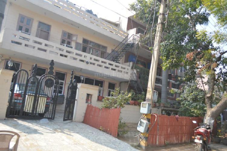 1bhk in Sector 17 near Shanker chowk Gurgaon 9899323880