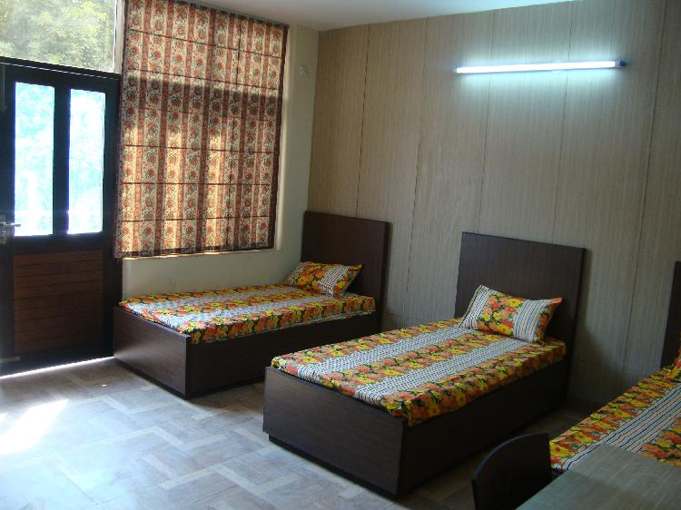 Fully Furnished Rooms in Sector 17 Gurgaon 9899323880