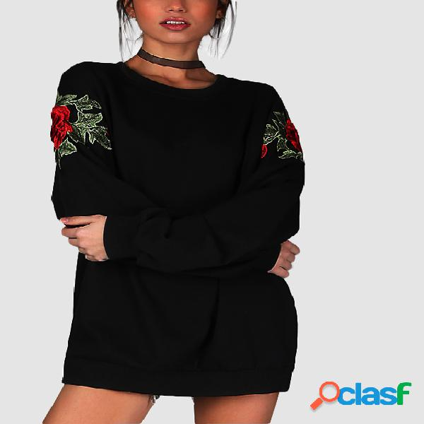 Black Rose Embroidered Long Sleeves Oversize Sweatshirt