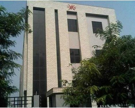 2500 Sq ft space for rent in sector 4 noida